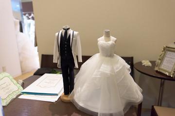 写真素材:ウェディングドレス、人形