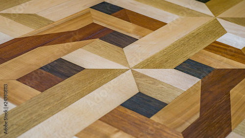 Parkettboden Mit Intarsien : Intarsien parkett als fußboden oder tischplatte mit holzarten