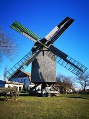 Windmühle, Hintergrund