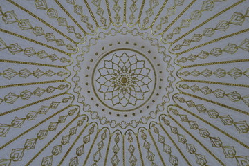 Plafond peint dôme art islamique