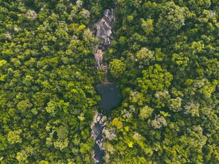 Photo aérienne nature forêt et cascade de Thaïlande Wall mural