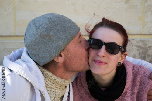 jeune femme baiser par homme