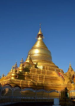 Pagode Kuthodaw à Mandalay au Myanmar