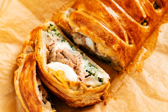 Spinach pie: Italian stromboli with eggs, spinach and mozzarella (Easter pastry)