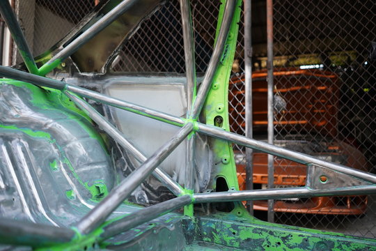Racing car's roll cage design