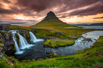 Foto op Plexiglas Zalm Iceland waterfall and famous mountain. Kirkjufellsfoss and Kirkjufell in northern Iceland nature landscape.
