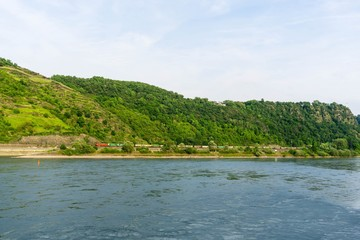 Güterzug Rhein zwischen St. Goar und St. Goarshausen Loreley