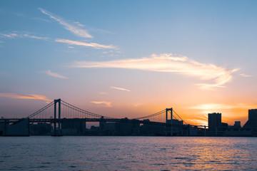 (東京都ー都市風景)夕焼け空に包まれるレインボーブリッジ2