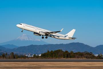 Airplane taking off scene with Mount Fuji background in winter (冬の富士山バックの飛行機離陸シーン)