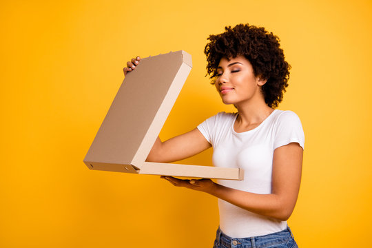 Portrait of her she nice cute lovely pretty beautiful cheerful dreamy wavy-haired lady holding in hands carton pizza box smelling isolated over bright vivid shine background