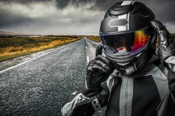Motard sur la route avec casque et équipement de sécurité Wall mural