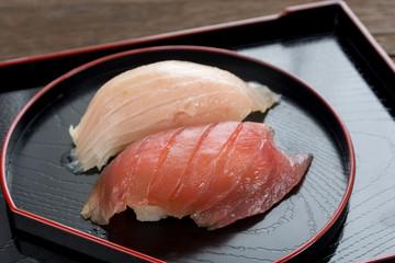 まぐろの赤身とトロのにぎり寿司