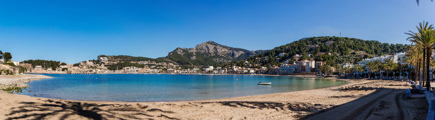 Fotobehang Cyprus Mallorca - The Port de Soller harbor and city panorama from the beach