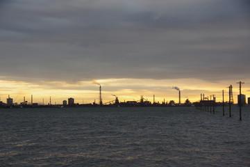 夕焼けの工業地帯(江川海岸)