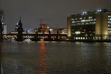 Oberbaumbrücke, Nacht, Spree