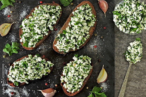 Enjoyable Healthy Curd Sandwiches With Garlic Rye Toasts With Cottage Home Interior And Landscaping Analalmasignezvosmurscom