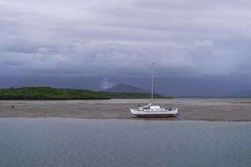 Boot wartet auf Flut