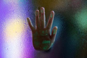 Main et néons