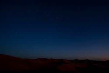 Sternenhimmel in der nächtlichen Sahara