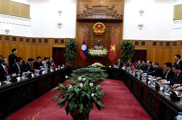 Laos Prime Minister Thongloun Sisoulith and Vietnam's Prime Minister Nguyen Xuan Phuc hold meeting at the Government Office in Hanoi
