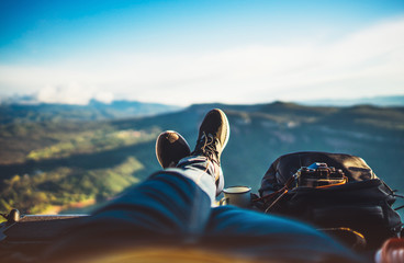 Stores photo Detente view trekking feet tourist backpack photo camera in auto on background panoramic landscape mountain, vacation concept, foot photograph hiking relax in auto, photographer enjoy trip holiday, mockup sky
