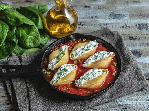 pasta conchiglioni stuffed spinach and cheese, tomato sauce cooked