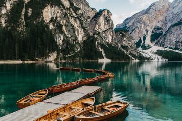 Ruderboote am Pragser Wildsee