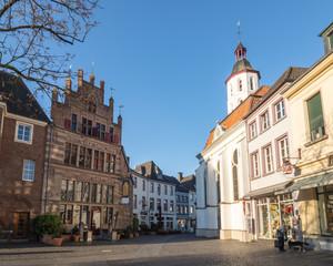 Foto op Plexiglas Panoramafoto s Gothisches Haus mit Evangelischer Kirche - Xanten