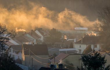 Luftverschmutzung Smog über einem Dorf - Air pollution smog over a village