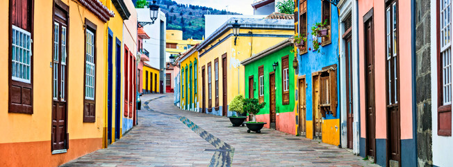 Fototapete - Colorful old streets of Los llanos de Aridane. traditional architecture of  Canary islands. La Palma
