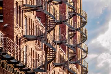 Spiraltreppen an einer Häuserfront