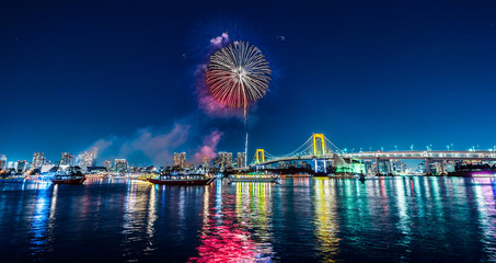 Fototapete - city skyline view of tokyo bay, firework, rainbow bridge