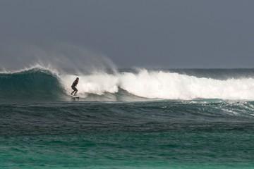 Keuken foto achterwand Europese Plekken Capo Verde surfer beach scene