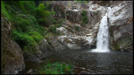 Wall Mural - Mae Rewa waterfall at Mae Wong national park
