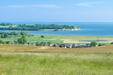 Landschaft auf dem Mönchgut der Insel Rügen mit Blick auf Gross Zicker