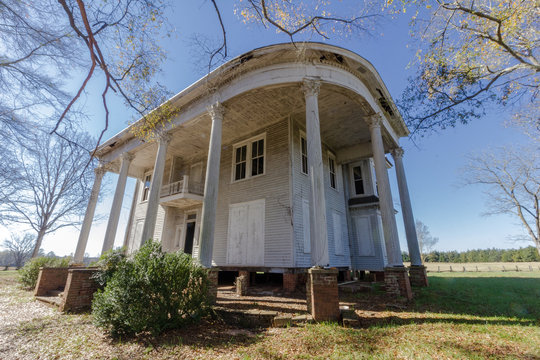 Abandoned plantation home left to rot deep in the south