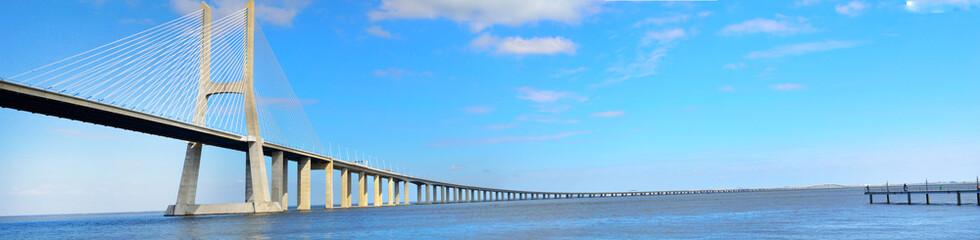 Vista Panorâmica da Ponte Vasco da Gama em Lisboa Portugal