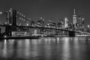 brooklyn bridge at night in black and white