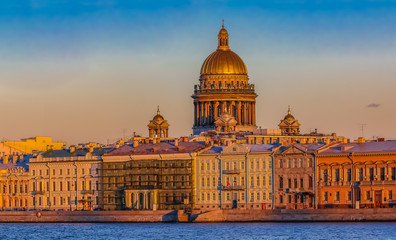 Aluminium Prints Eastern Europe Sunset in Saint Petersburg over the Neva river with the view of the Palace Embankment and the Saint Isaac's Cathedral