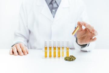 Gewinnung von medizinischen Cannabis Öl