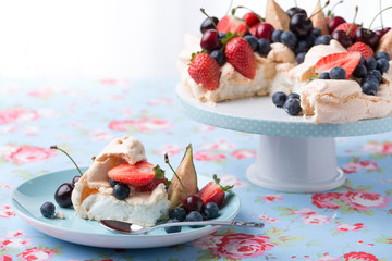 Pavlova with berries