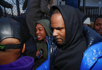 R. Kelly leaves Cook County jail in Chicago