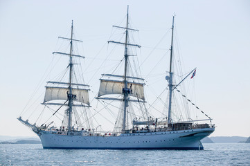 norwegian three mast drill ship