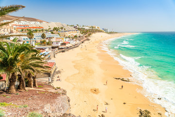 Papiers peints Iles Canaries Beautiful, wide sandy beach in Morro Jable, Fuerteventura, Spain