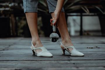 Cerca de los zapatos
