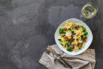 Farfalle pasta with mushrooms and spinach