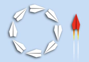 Concept de l'inefficacité en opposition à l'inefficacité avec d'un côté des avions en origami qui tournent en rond bêtement et de l'autre, un avion rouge qui agit avec intelligence.