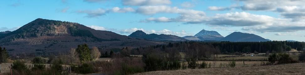 panorama de la chaine des puys en Auvergne