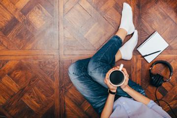 Papiers peints The Female's legs in jeans on wooden floor