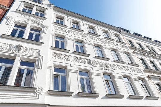 hochwertige Altbauhäuser, Gründerzeitfassaden saniert